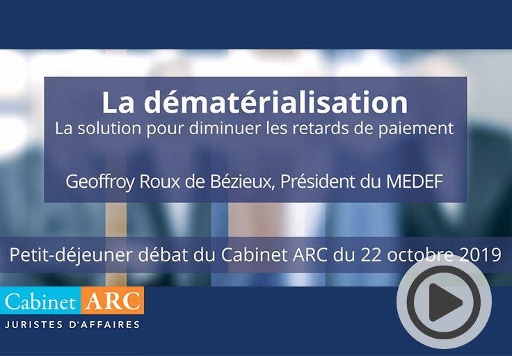 Geoffroy Roux de Bézieux commente l'intérêt de la dématérialisation des factures afin de réduire les délais de paiement lors du petit-déjeuner débat du 22 Octobre 2019